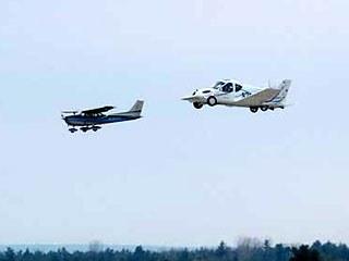 В США успешно прошел испытания летающий автомобиль, получивший название «Террафугиа транзишн». Тестирование автомобиля-самолета проходило в округе Оранж в штате Нью-Йорк.